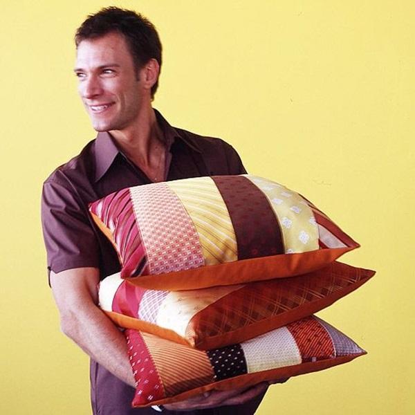 Towel Ties And Decorative Pillows (3)