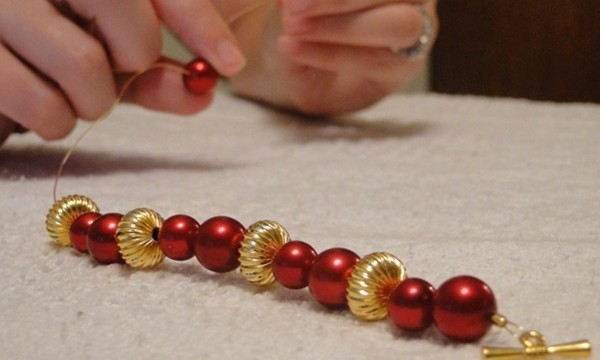 How to Make Beaded Jewelry 1