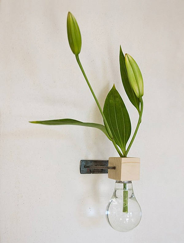 19 Brilliant Ways to Repurpose Old Light Bulbs 10