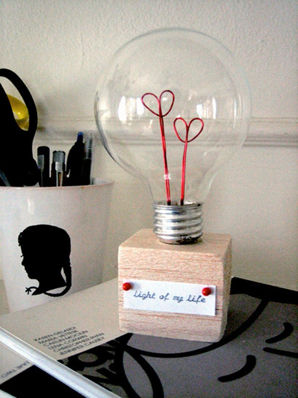 19 Brilliant Ways to Repurpose Old Light Bulbs 15