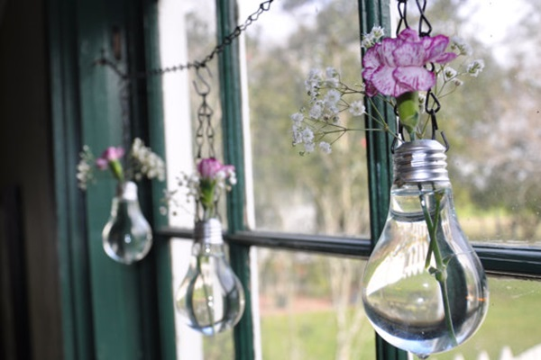 19 Brilliant Ways to Repurpose Old Light Bulbs 6