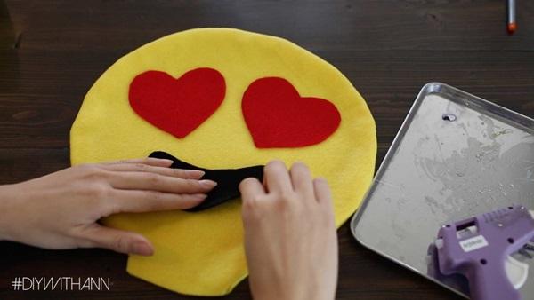 DIY Heart Emoji Pillows Tutorial 6