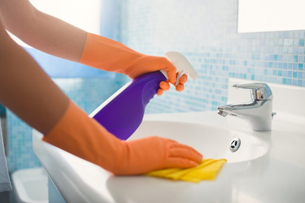 21 Hacks to Change the Way you Clean your House Feature Image