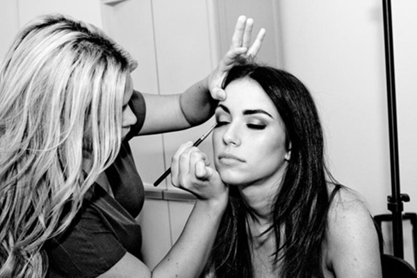 Easy Ways of Becoming a Make-up Artist 1