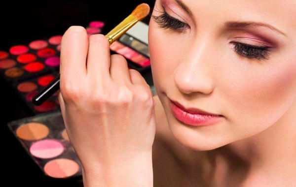 Easy Ways of Becoming a Make-up Artist 2