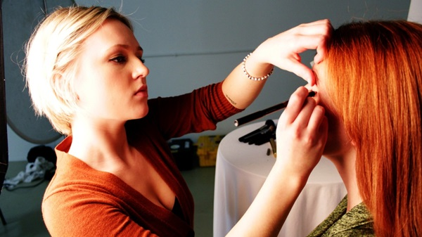 Easy Ways of Becoming a Make-up Artist 3
