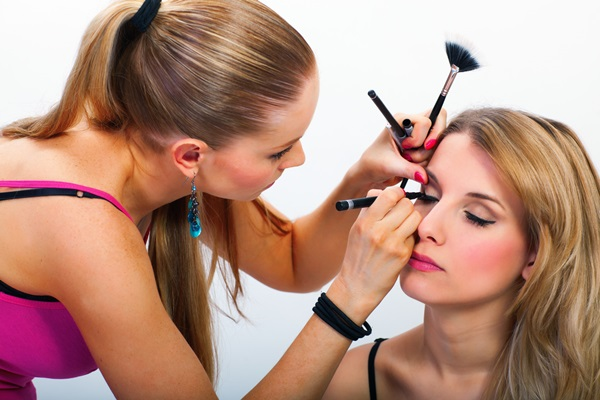 Easy Ways of Becoming a Make-up Artist 4
