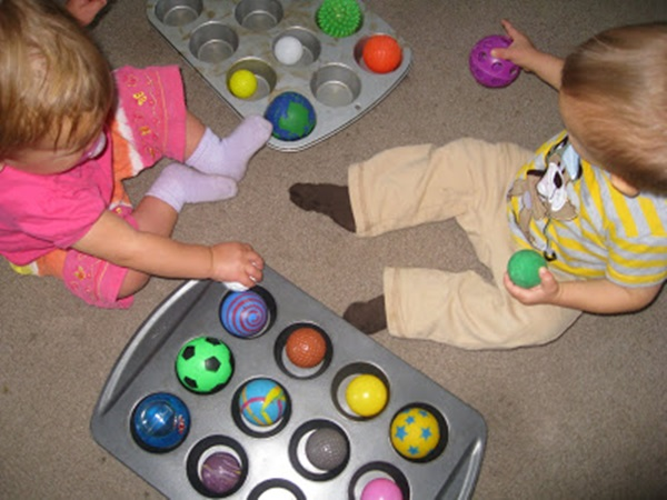 30 Amazing Activities to Keep your 1 Year Baby Busy 17