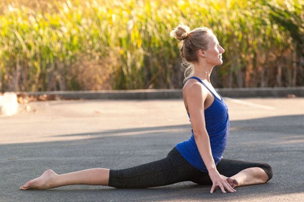8 Stretches that Instantly Opens your Tight Hips Feature Image