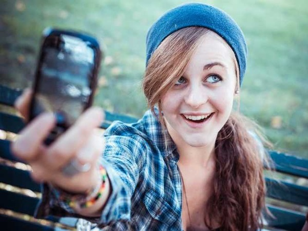 Easy Steps to take a Selfie 5
