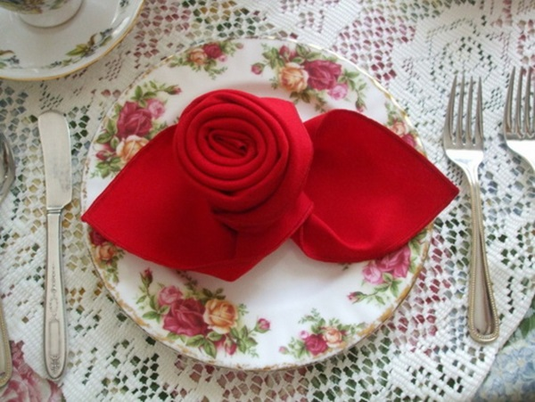 30 Creative Napkin Folding Ideas 12