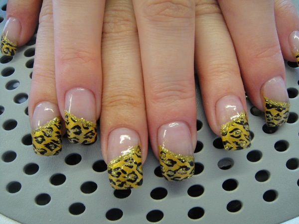 40 Cool and Simple Acrylic Nail Designs 24