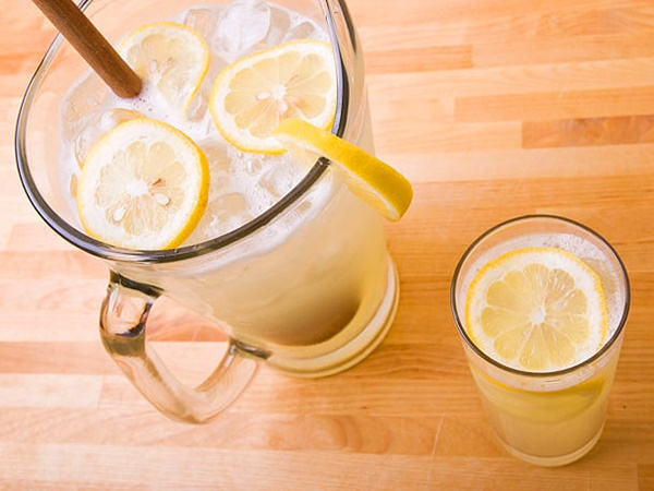 5 Healthy and Mood Boosting Lemon Drinks 1