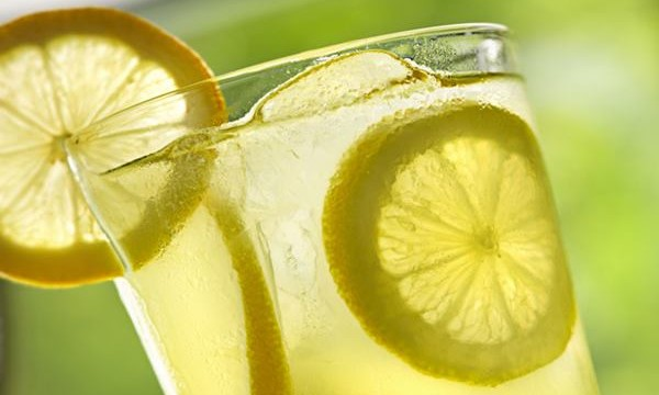 5 Healthy and Mood Boosting Lemon Drinks Feature Image