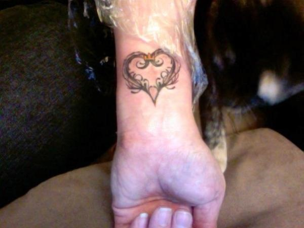 35 Cute and Small Heart Tattoo Designs 30