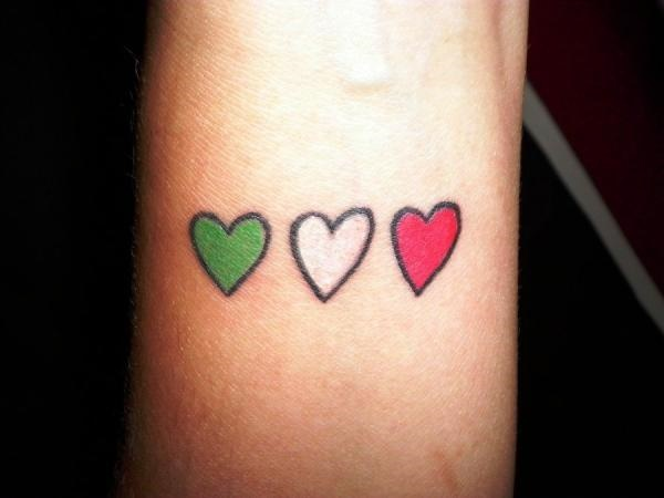35 Cute and Small Heart Tattoo Designs 33