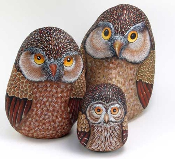 40 Cute Pictures of Animals Painted on Rocks 1