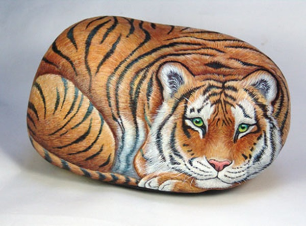 40 Cute Pictures of Animals Painted on Rocks 11