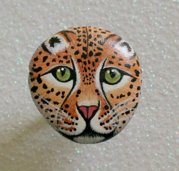40 Cute Pictures of Animals Painted on Rocks 18