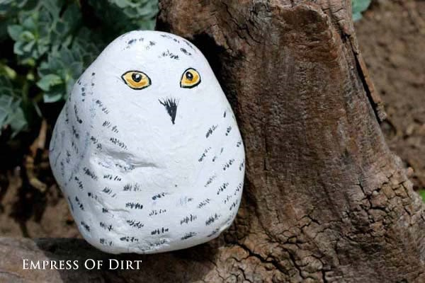 40 Cute Pictures of Animals Painted on Rocks 20
