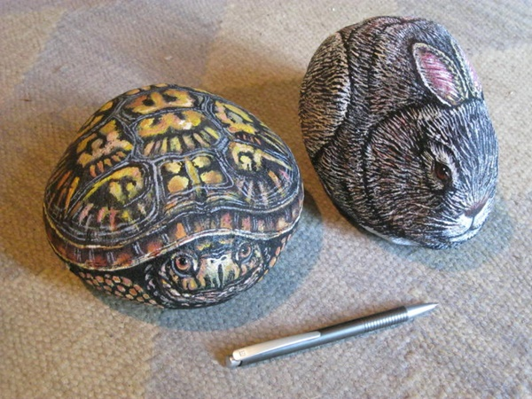 40 Cute Pictures of Animals Painted on Rocks 23