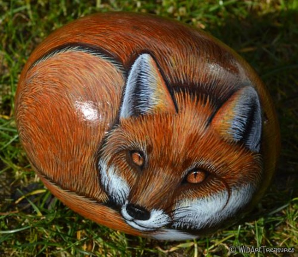 40 Cute Pictures of Animals Painted on Rocks 25