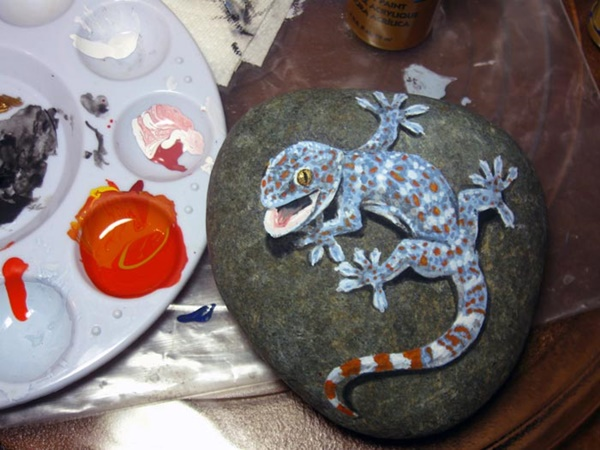 40 Cute Pictures of Animals Painted on Rocks 32