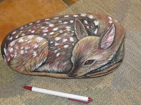 40 Cute Pictures of Animals Painted on Rocks 35