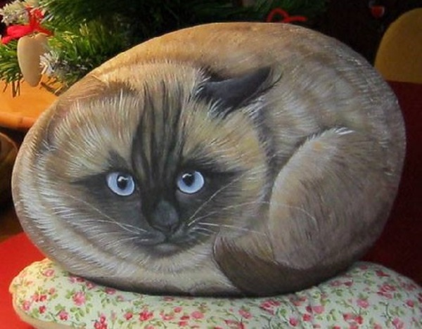40 Cute Pictures of Animals Painted on Rocks 37