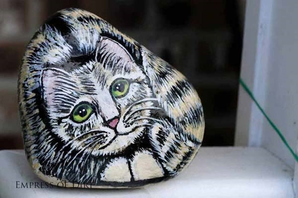 40 Cute Pictures of Animals Painted on Rocks 38