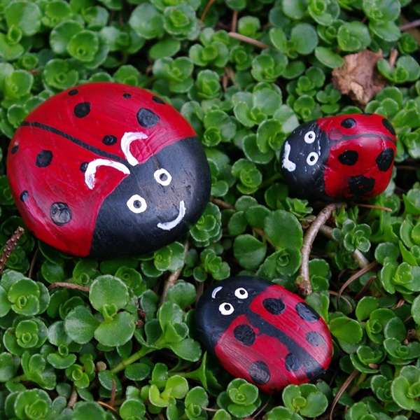 40 Cute Pictures of Animals Painted on Rocks 39
