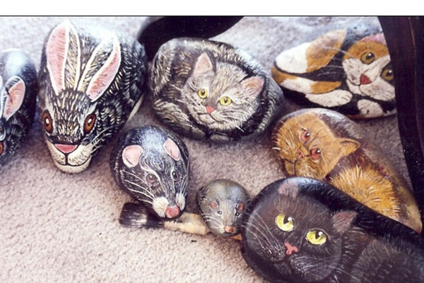 40 Cute Pictures of Animals Painted on Rocks 4