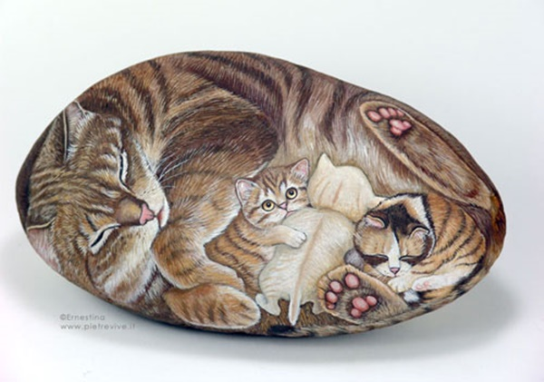 40 Cute Pictures of Animals Painted on Rocks 40