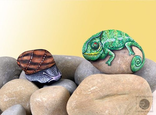 40 Cute Pictures of Animals Painted on Rocks 7