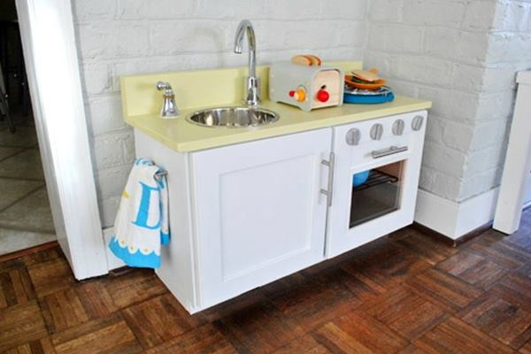 10awesome-diy-play-kitchen-ideas-for-your-kids-feature-image