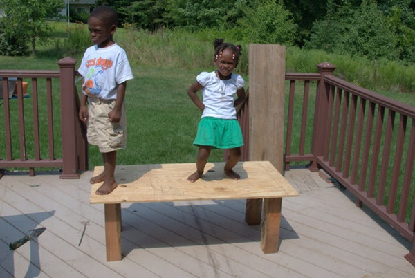 10-cool-diy-play-table-ideas-for-kids-6
