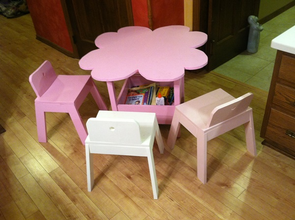 10-cool-diy-play-table-ideas-for-kids-9