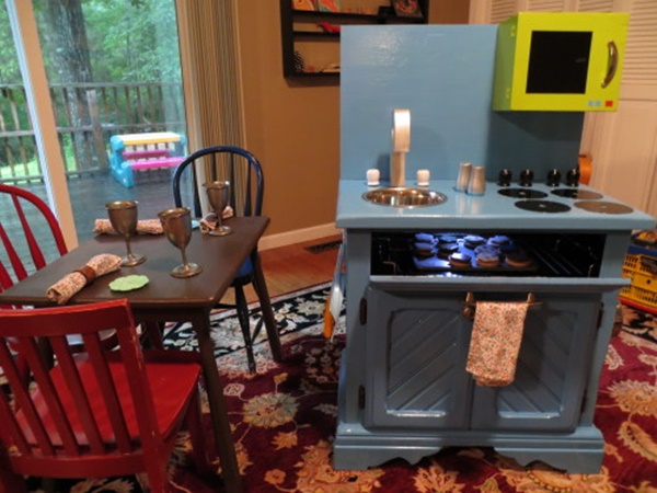 10awesome-diy-play-kitchen-ideas-for-your-kids-2