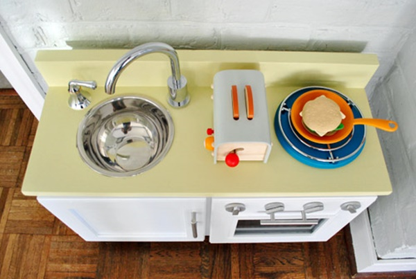 10awesome-diy-play-kitchen-ideas-for-your-kids-3