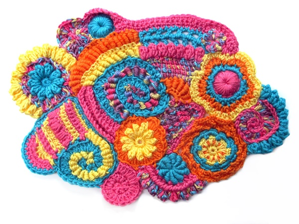 25-beyond-believe-crochet-artwork-installations-13