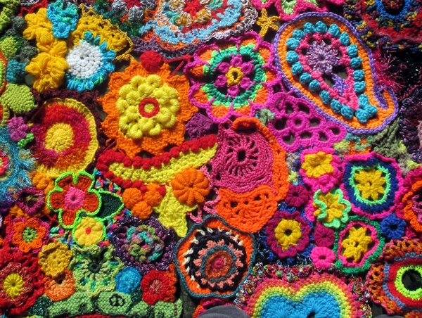 25-beyond-believe-crochet-artwork-installations-20
