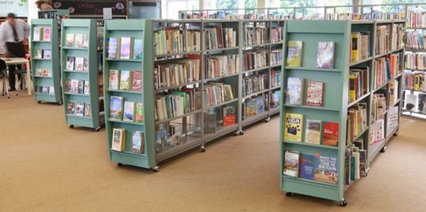5-creative-but-small-movable-library-ideas-1