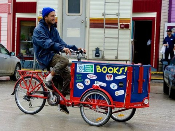 5-creative-but-small-movable-library-ideas-4