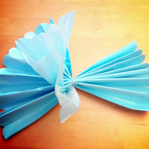 How to Make Giant Tissue Paper Flowers00004