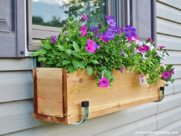 DIY-Outdoor-Wooden-Planter-Box