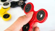 Simple-Ways-to-Decorate-Your-Fidget-Spinner