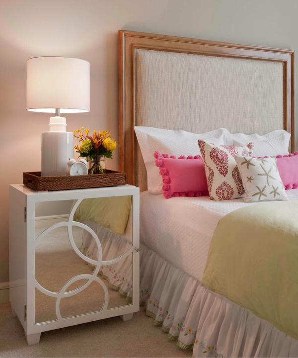 40 bedside table decor ideas to fill that odd gap for Bedside decoration