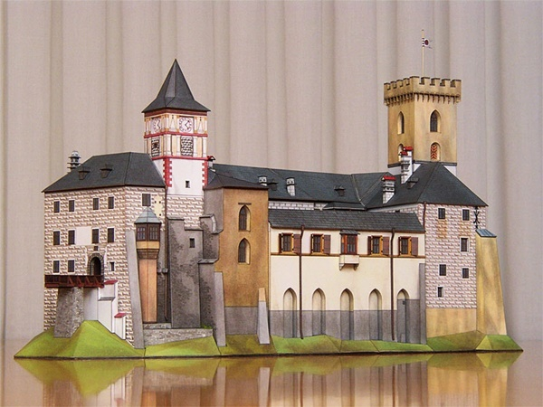 Pictures of home made paper castles   450x600