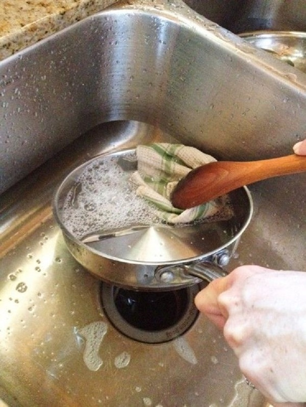 Epic Ways To Get Rid Of Fish Or Egg Smell From Utensils